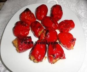Fırında Kırmızı Biber Dolma